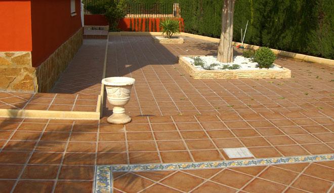 Colocaci n de suelos mg2 construcciones y reformas slu - Suelos rusticos para exterior ...